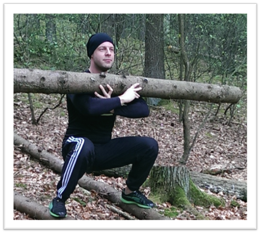 Bootcamp Training mit Baumstamm